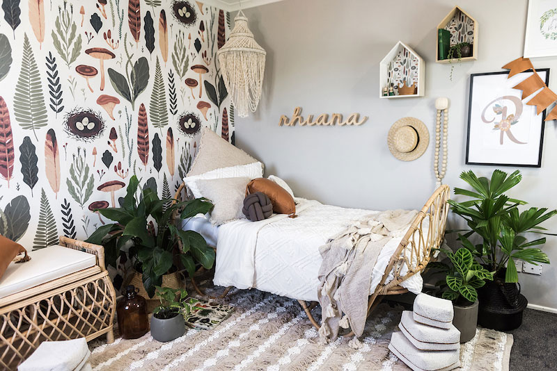 bedroom decor with nature motif tropical theme