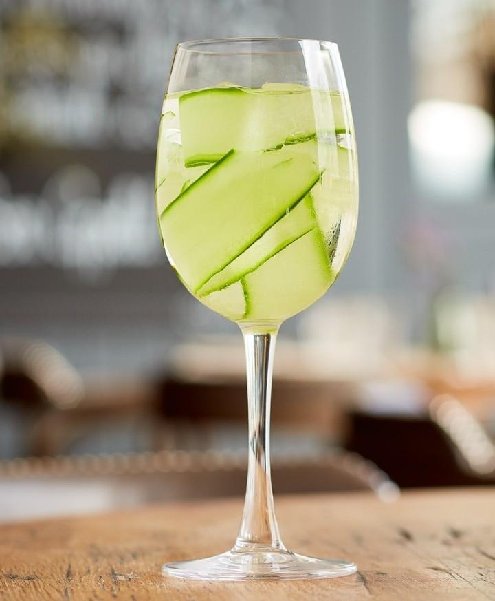 cucumber spritz drink