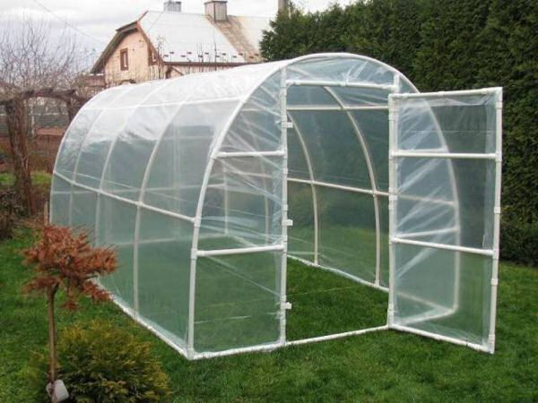 hoop greenhouse made out of pvc pipe
